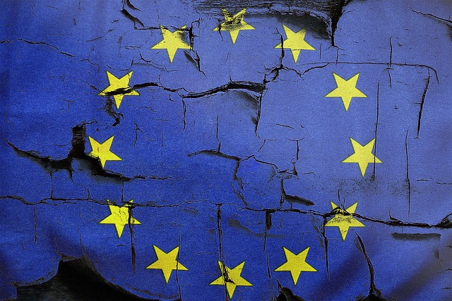Picture: cracked EU flag